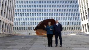 Almanya'da tartışmalı merkez binası açıldı