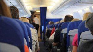 Uçakta cep telefonunu kapatmayan yolcuya büyük ceza!
