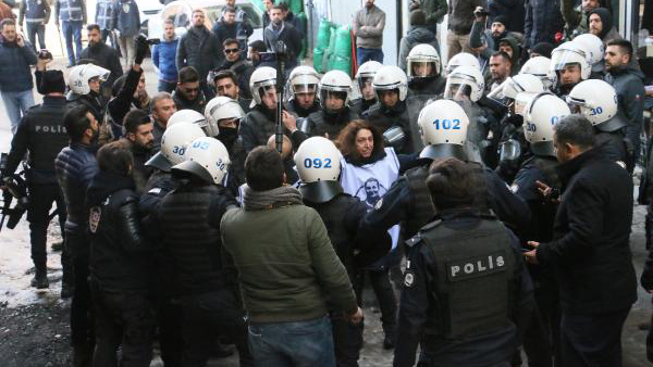 Leyla Güven'e destek eylemine polis müdahalesi