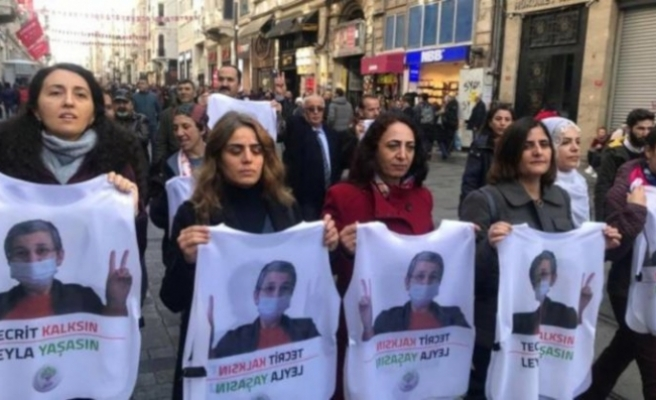 İstiklal'de yürüyen HDP'lilerden Soylu'ya: Selam söyleyin