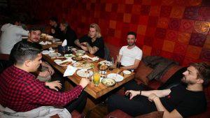Ahmet Kavalcı'dan takıma yemek